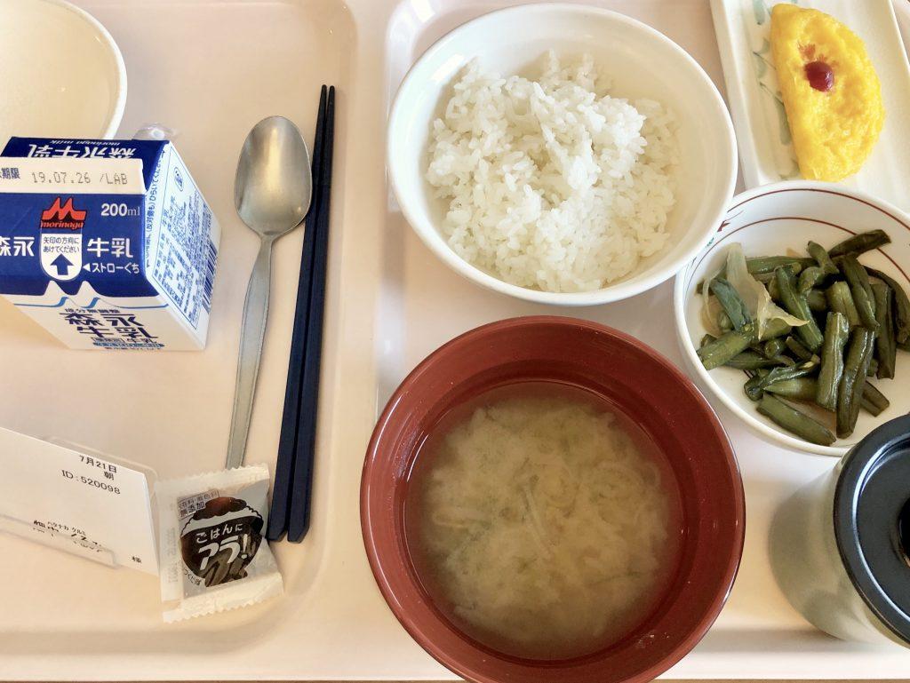 ご飯とお味噌汁と何十年ぶりに見たオムレツ